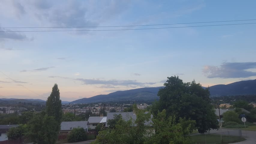 Beautiful view of downtown Vernon. 10-15 minute walk to downtown shopping, restaurants and pubs.