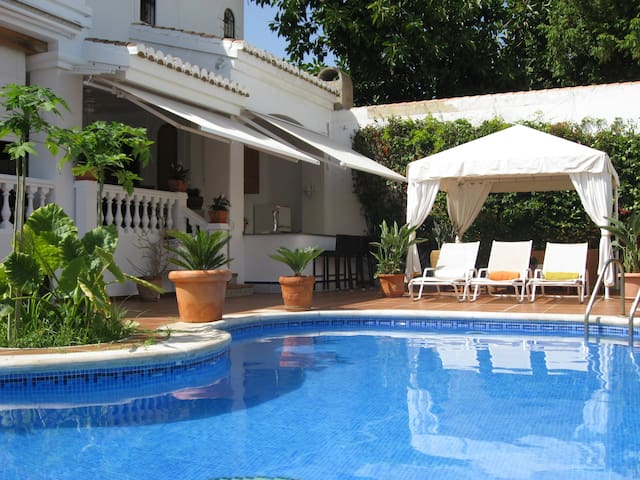 Lovely Villa with Pool by the beach - Calahonda - House