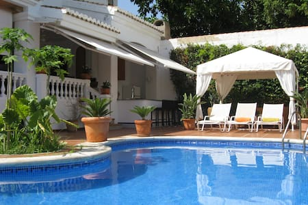 Lovely Villa with Pool by the beach - Calahonda