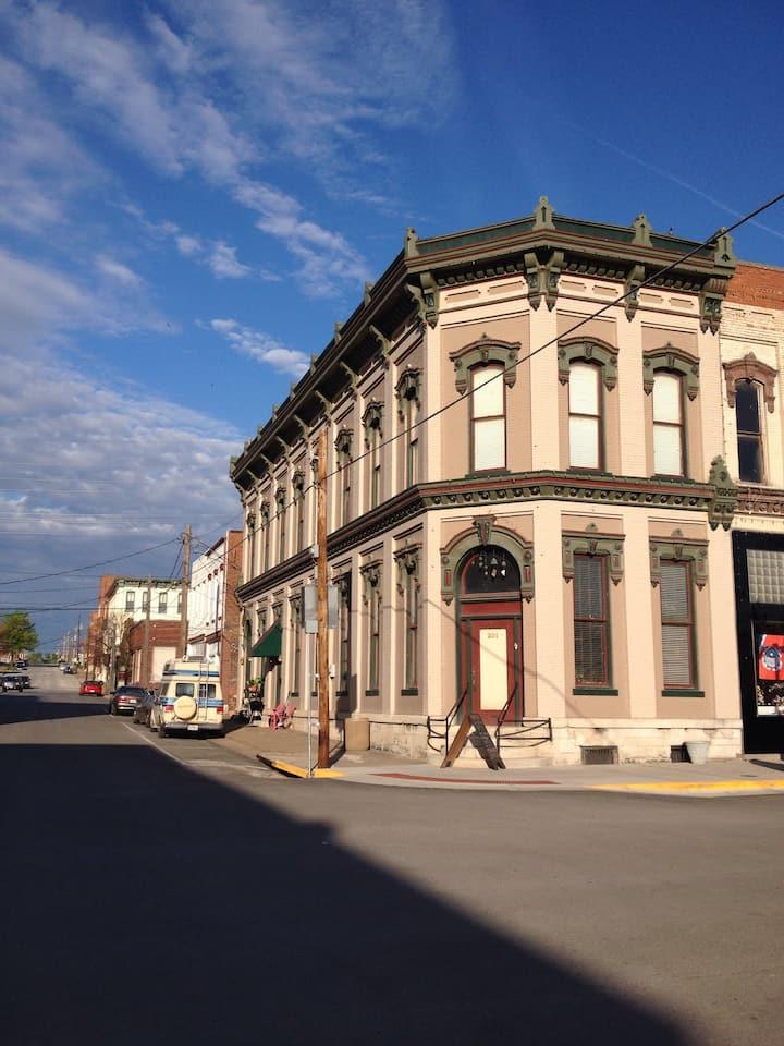 Main St. B & B - Arts & Crafts