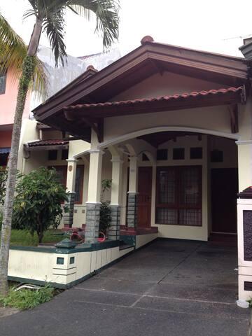 homey & nice surrounding - Sukabumi - Rumah