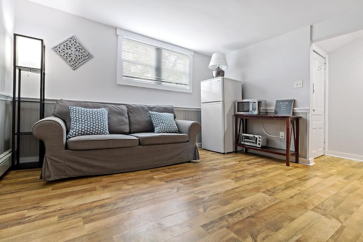 Chic and Cozy, 1 Bedroom Apt in DT Dartmouth