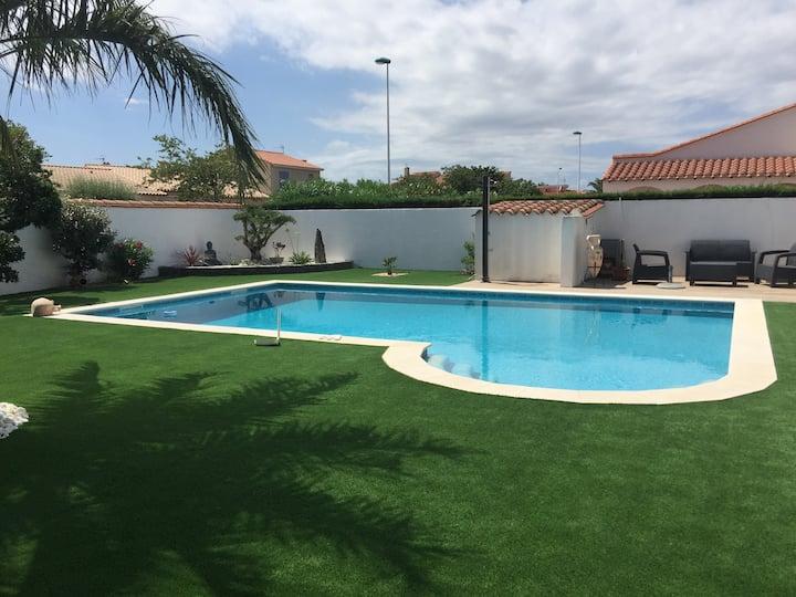 Grande villa standing piscine près des plages.