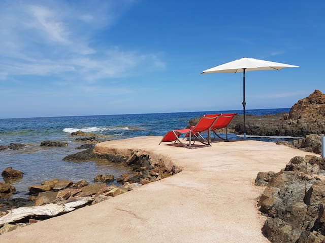 Villa pieds dans l'eau - piscine naturelle en mer - Porto-Vecchio - Haus