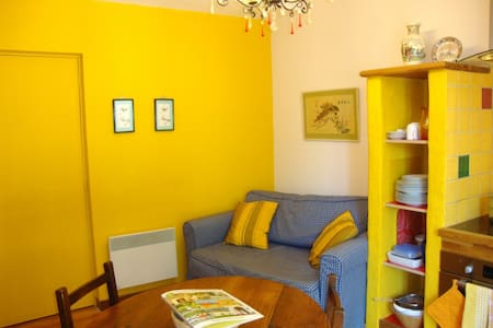 The Yellow House - sunny St Laurent - Apartment