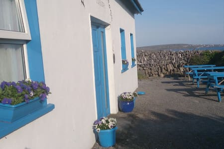 SOUTH ARAN RESTAURANT with ROOMS - Inisheer, Aran Islands - Bed & Breakfast