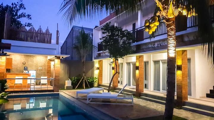 Sari Bali House with Share Pool and Kitchen