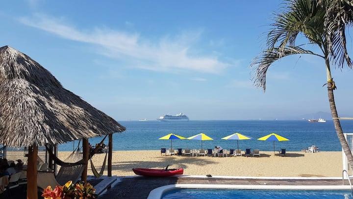 Beachfront Condo / Frente a playa