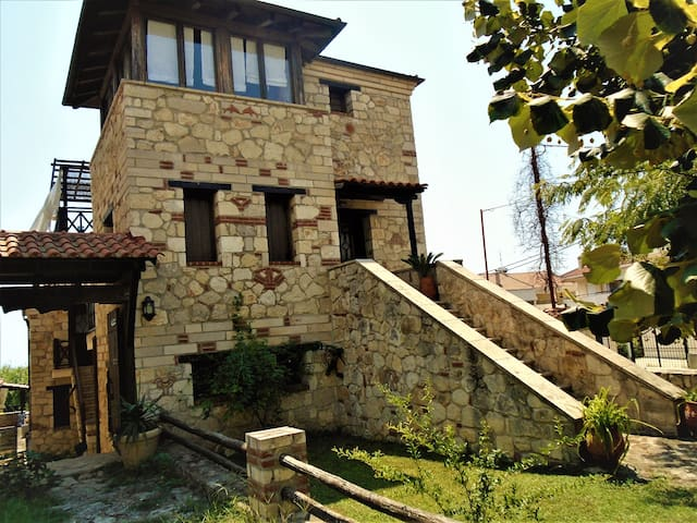 "Andromeda StoneHouse ""feel like home""summer-winter - Psakoudia - Casa"