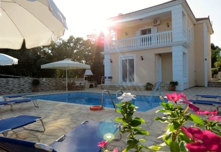 Villa Asterea - Private Pool with Sea Views - Ratzakli