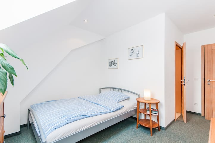 Gästezimmer idyllischer Pferdehof - Mengkofen - House