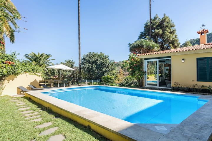 Luxurious Villa Las Hortensias with Private Pool, Garden & Wi-Fi; Free Parking