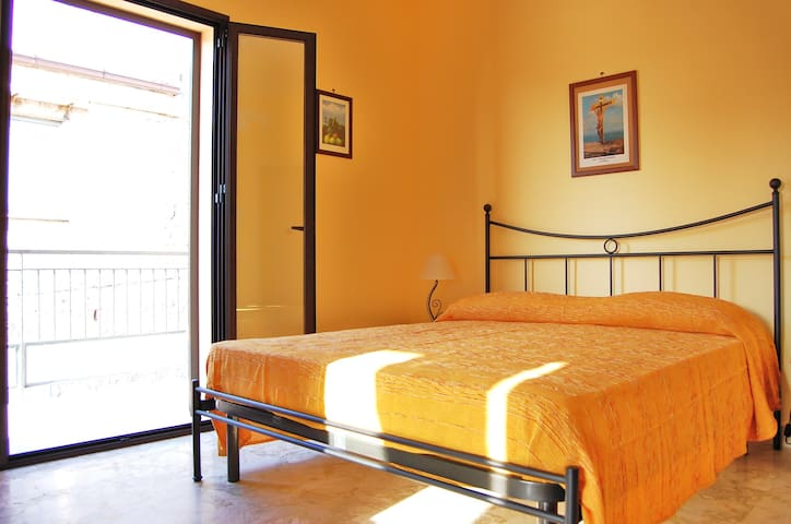 Appartamento con terrazza in centro - Lascari - อพาร์ทเมนท์
