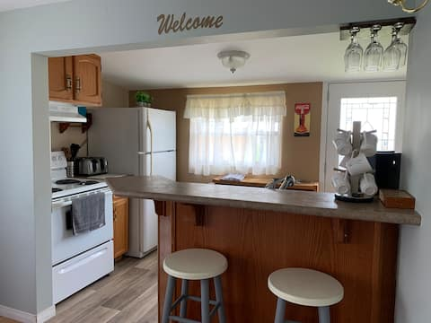 Cottage2 Comfortable, Close to Beach, Parking Incl