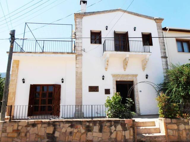 Rustic Ottoman Guest House - Agios Amvrosios