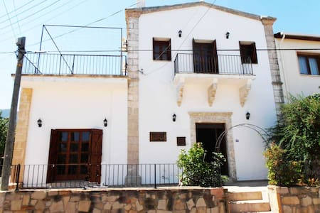 Rustic Ottoman Guest House - Agios Amvrosios - Bed & Breakfast