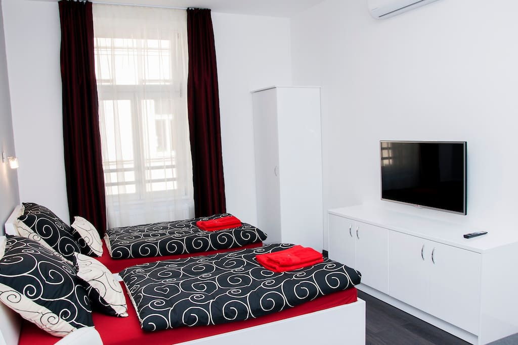 Bedroom with 2 single beds or 1 double bed