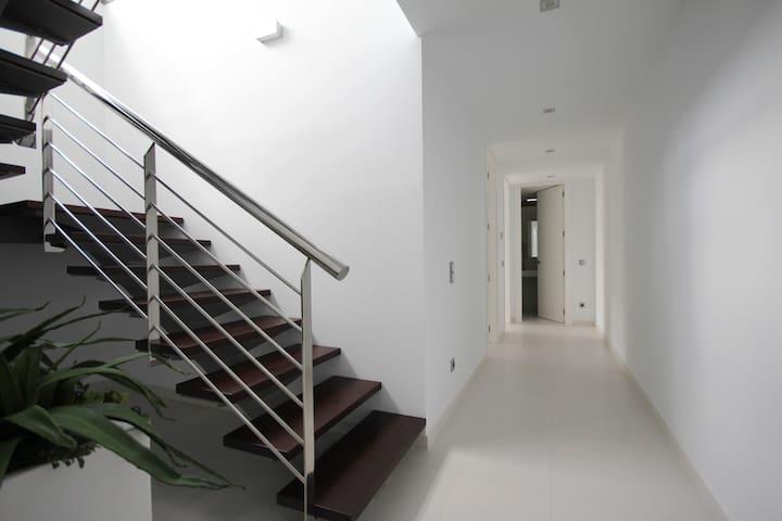 Acceso planta 0 por escaleras.