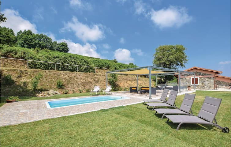Holiday cottage with 4 bedrooms on 300m² in Torre di Ruggiero CZ