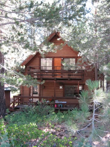 Charming wood cabin with hot tub. - South Lake Tahoe - Cabin