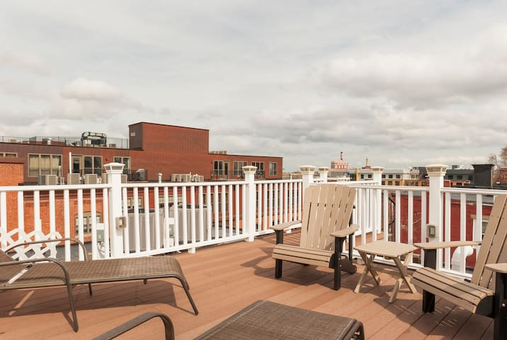 LOCATION! Modern 2BD 2 BA w/Parking