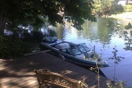 River House Summer Get Away - Spokane - Hus