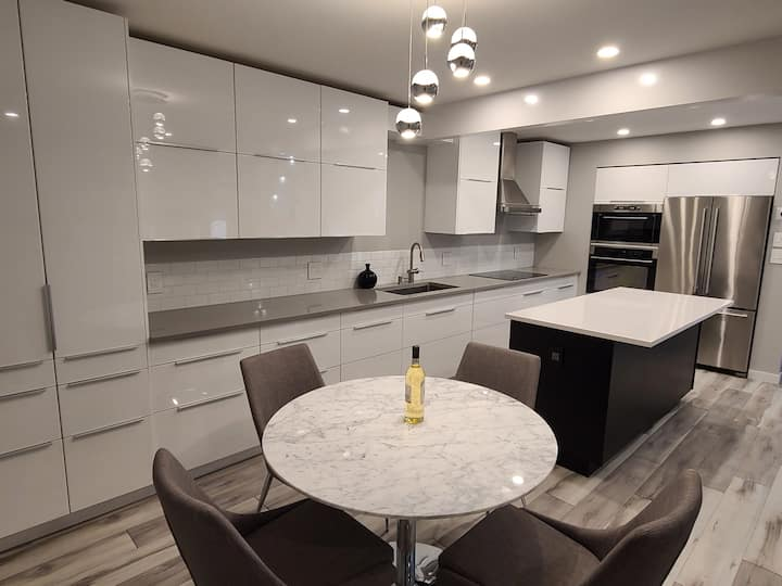 Luxury 3 Bed and 2 Bath House - Near Airport