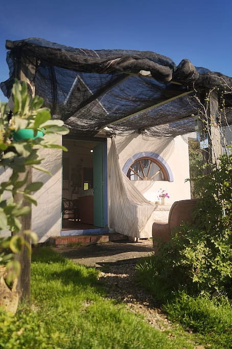 Casa del Sol is tucked away in the countryside between lovely historic Vejer (10 min) & the wide unspoiled beaches of the Costa de la Luz (15 min).It offers a lovely retreat after a day at beach or a night on the town.