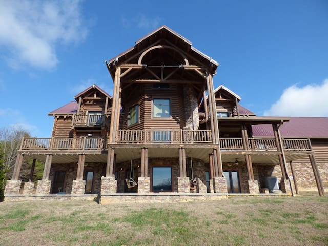 WOW! Massive Log Cabin, Waterfront!