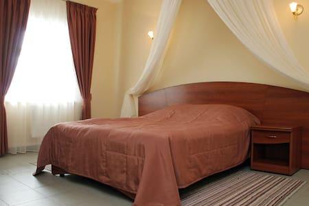 Дом с рестораном, бассейном, баней и хамамом - Gulnevo