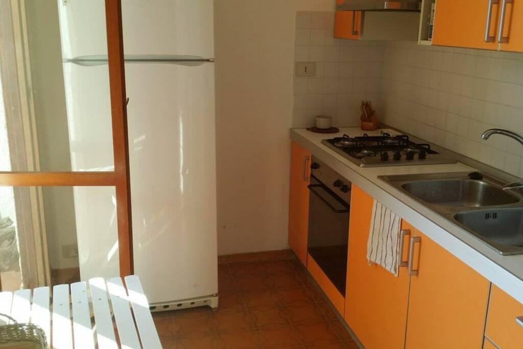 La cucina. Ho comprato un nuovo frigorifero grandissimo :) Anche il forno elettrico e il piano fuochi sono nuovi.