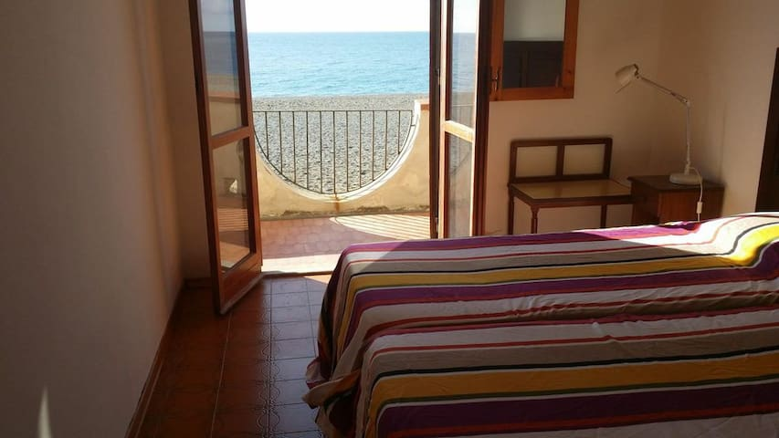 3 rooms house right on the beach!