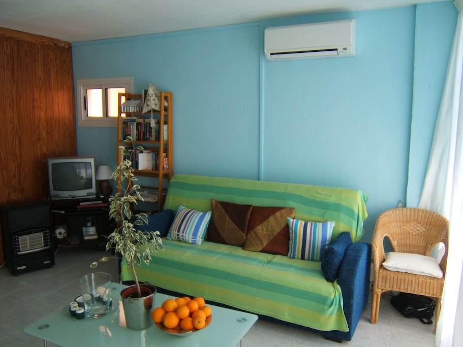 Living/Dining room with double sofa bed, new air con/heating