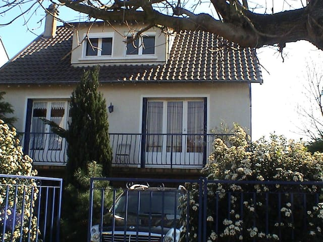 Nice and calm house near Paris - Gournay-sur-Marne - Casa