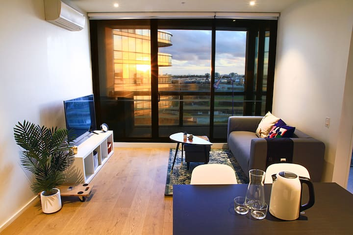 Exquisite apartment with water view in Docklands