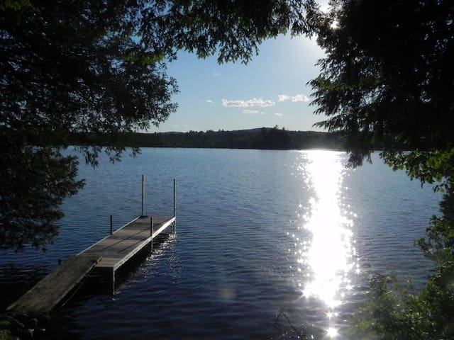 A Beautiful Lakefront Maine Cottage - Белград - Бунгало