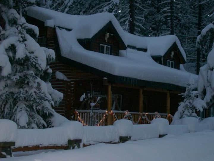 Beautiful log home few hundred feet from lake