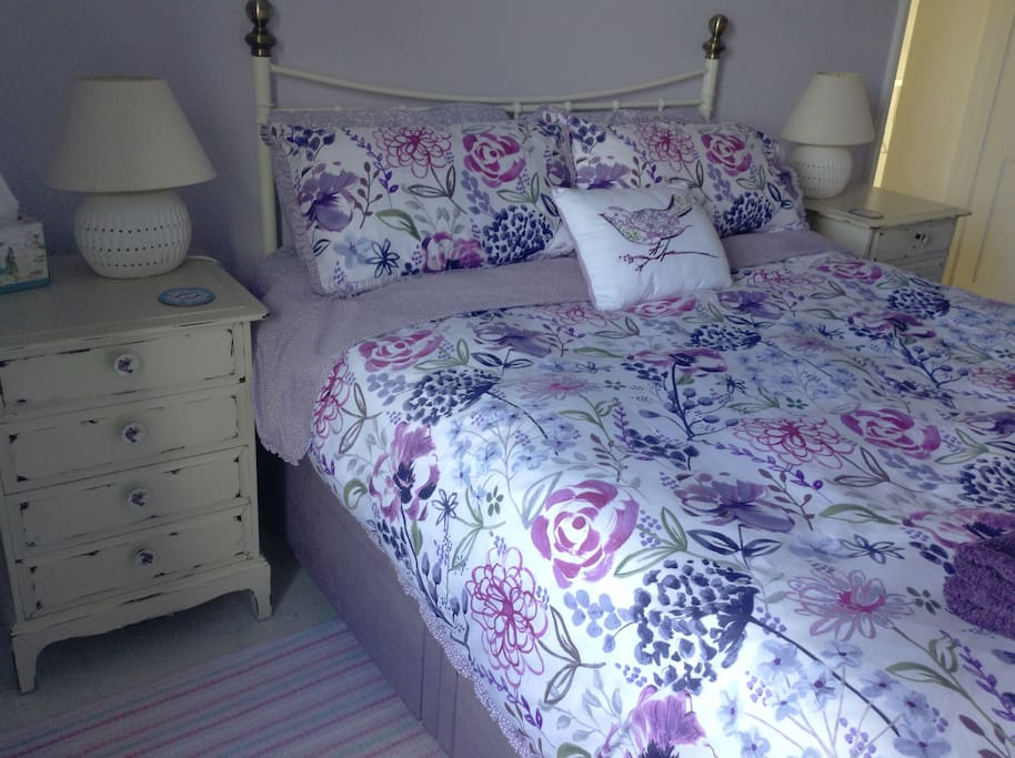 Large king room with a new Hypnos bed