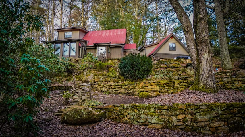 Enchanting 2BR, Pet-Friendly Home w Ponds & Trails