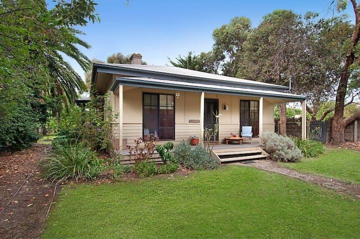 Fleur Baix Cottage Flinders Village
