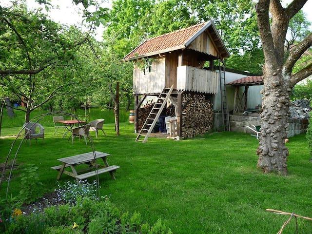 Baumhaus mit 1 oder 2 Feldbetten
