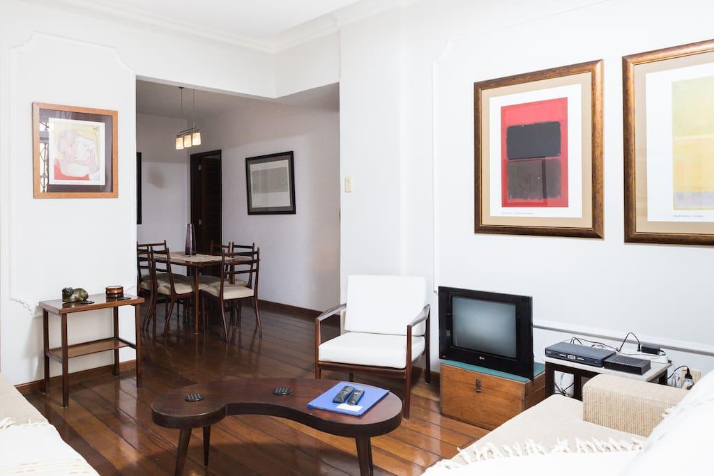 Living room  and Dining room/ Sala de estar e Sala de jantar