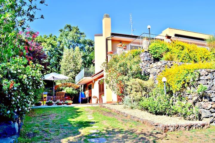 Villa in Viagrande in Sicily near the Sea and Etna