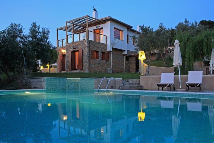 Exclusive luxury Boutique villas Skíathos island