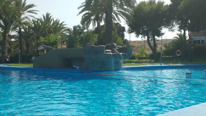 Habitación doble con piscina.