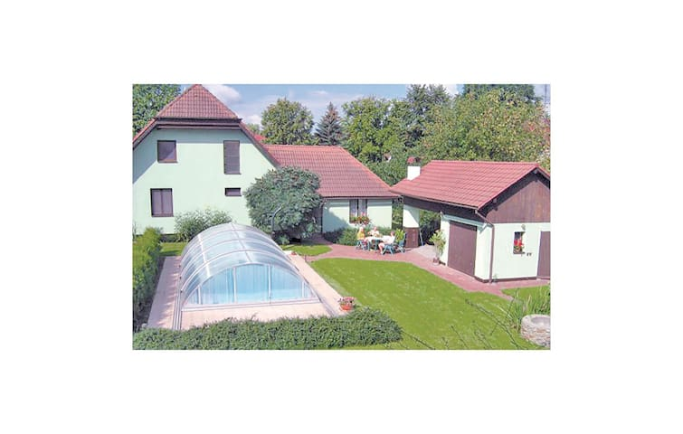 Holiday cottage with 4 bedrooms on 146 m² in Locenice