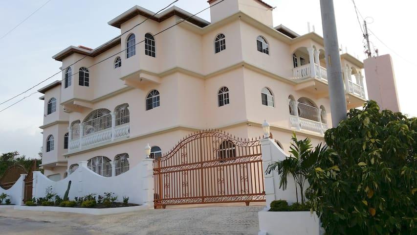 14 Bedroom villa