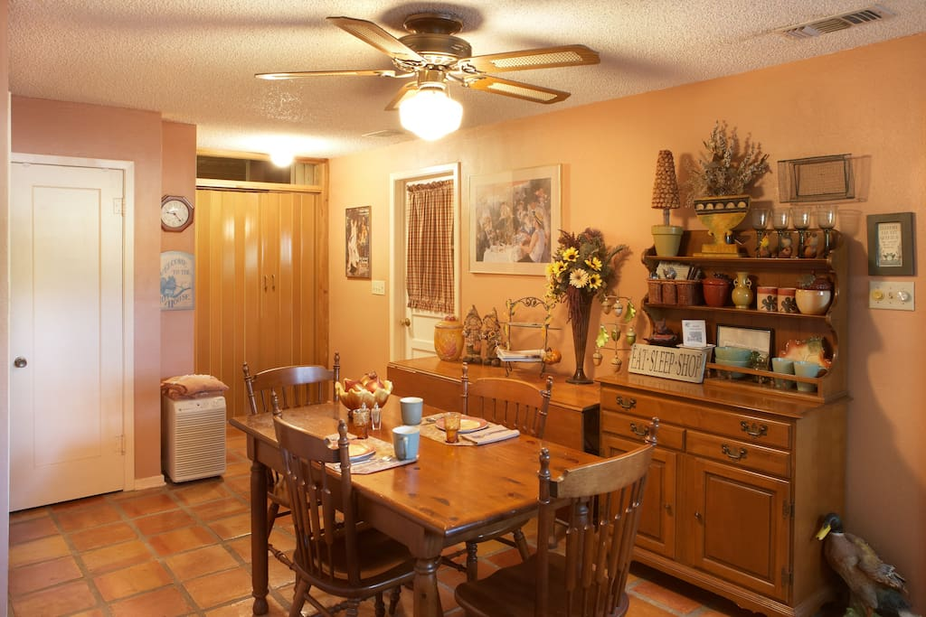Enjoy hot breakfast everyday in this large country kitchen!