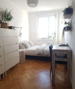 Biały pokój dla dwóch osób