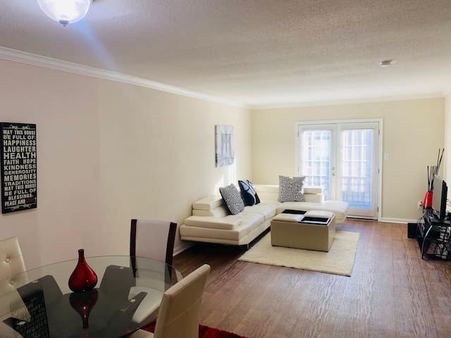 Sunshine 1 Galleria Area with Washer/D and WIFI